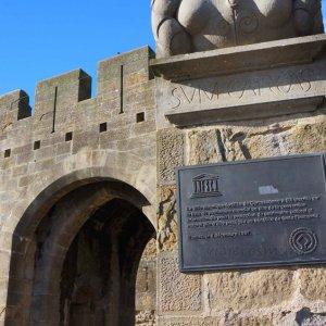 Puerta de Narbona de la Ciudadela de Carcassonne, Francia