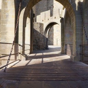 Puerta de Narbona en la Ciudadela de Carcassonne, Francia