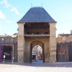 Entrada al Castillo Condal de la Ciudadela de Carcassonne, Francia