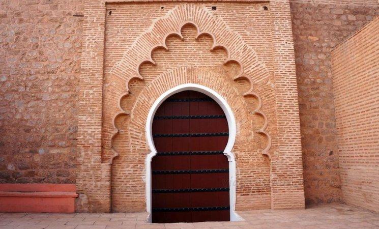 Puerta de la Mezquita Kutubía en Marrakech