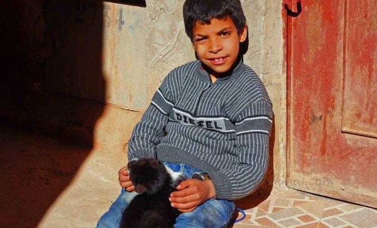 Un niños en las calles del pueblo de Tinerhir, Marruecos
