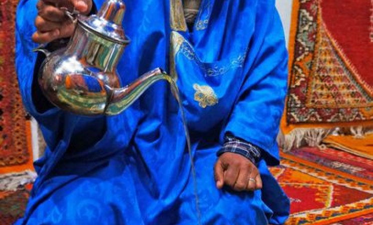 Tomando el té con una familia de Tinerhir, Marruecos