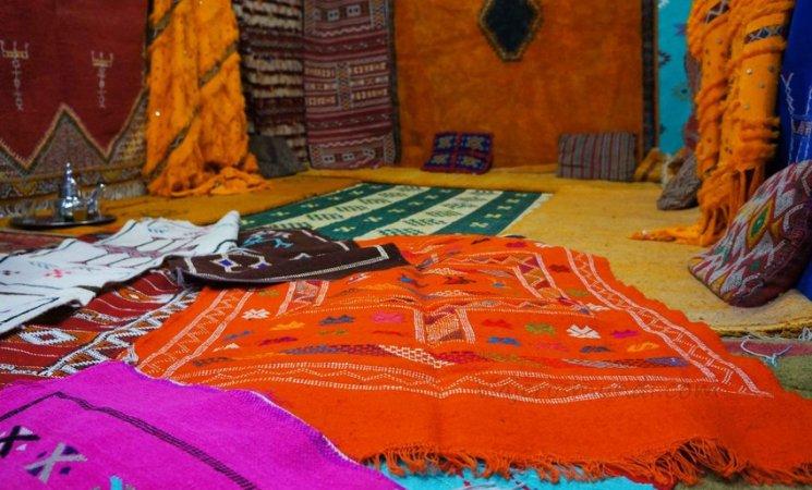 Mantas marroquíes en el pueblo de Tinerhir, Marruecos